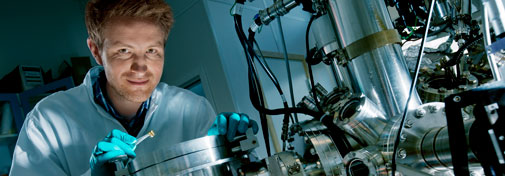 Nicolas Bovet with his X-ray Photoelectron Spectroscopy device